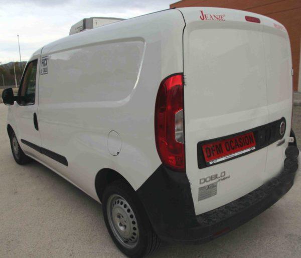 Visión lateral de la furgoneta Fiat Dobló de frío de DFM Ocasión